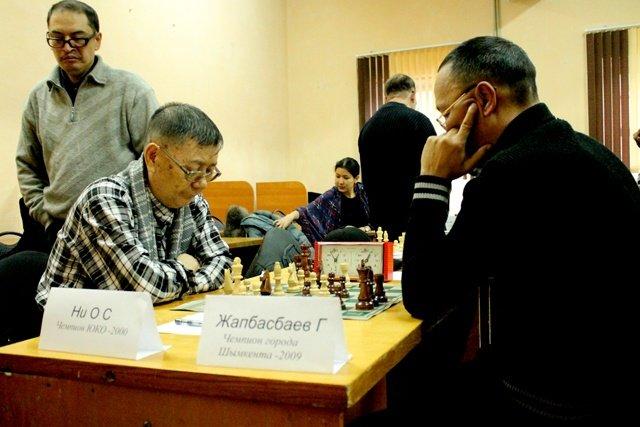 Шахматная партия между чемпионом ЮКО 2000 года и чемпионом Шымкента 2009