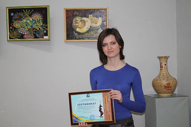 За участие в выставке каждого наградили грамотами. У Риты таких грамот не мало