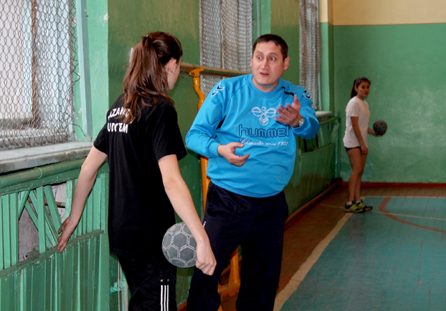 Юрий Осипов дает наставления во время тренировок