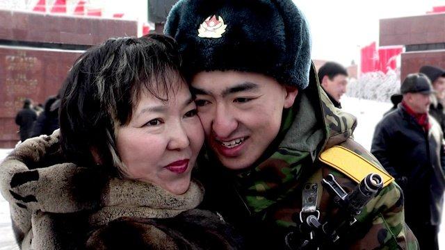 Мать Биржана, Жанар Омаргалиева расстается с сыном на целый год