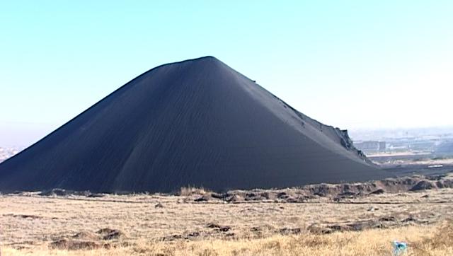 Гора промышленных отходов в мкр-не Казыгурт