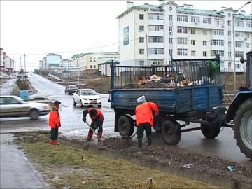 """Ирригационный лоток в """"Нурсате"""" до отказа забит строительным мусором"""