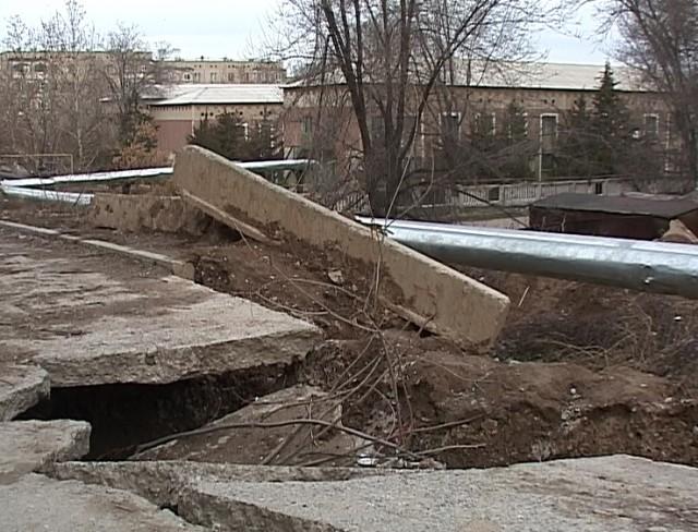 Дорога, десятки лет служившая людям без нареканий, оказалась разрушена