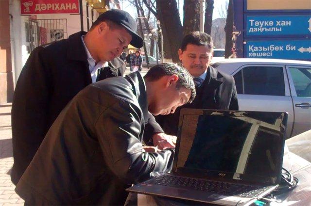 Таксистов, работающих без патента налоговики заставляли писать объяснительные.