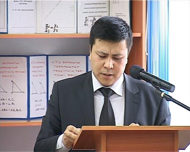 """Аким Аль-Фарабийского района отчитался в мкр """"Сауле"""""""