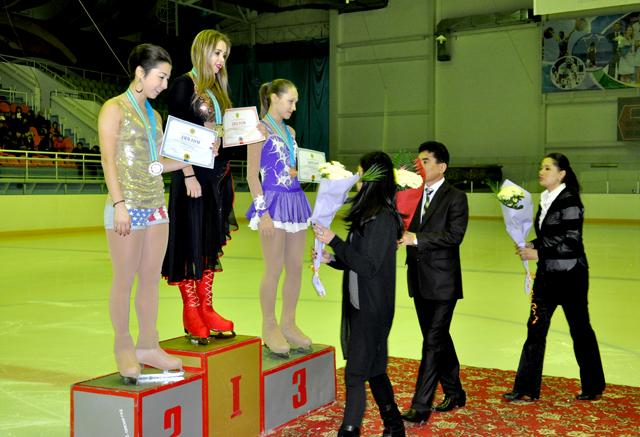 Среди женщин во взрослой категории, Юлия Белоглазова (карагандинская область) заняла третью ступень пьедестала, на втором месте расположилась Айгуль Кожамкулова (Алматы), а Регина Глазман (Алматы) стала чемпионкой