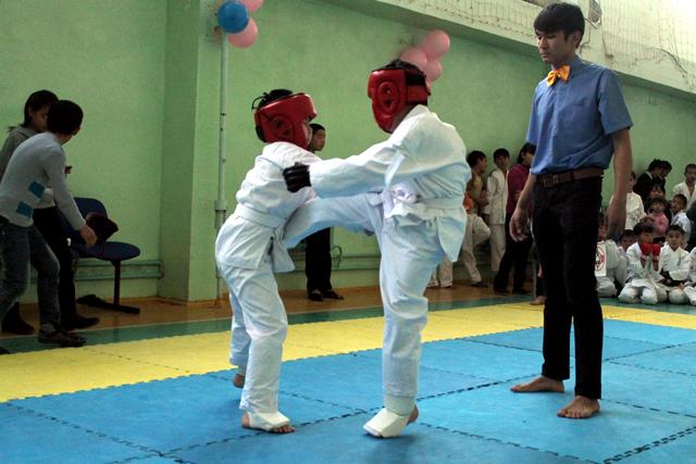 Первый спаринг выпал на плечи маленьких участников в возрастной категории 5-ть лет.