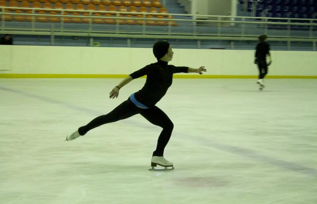 Айгуль Кожамкулова, мастер спорта по фигурному катанию. Прошлогодняя чемпионка в одиночном катании. Специально приехала на спартакиаду из Америки. В США 18 летняя фигуристка тренеруется под наставлением зарубежных специалистов.