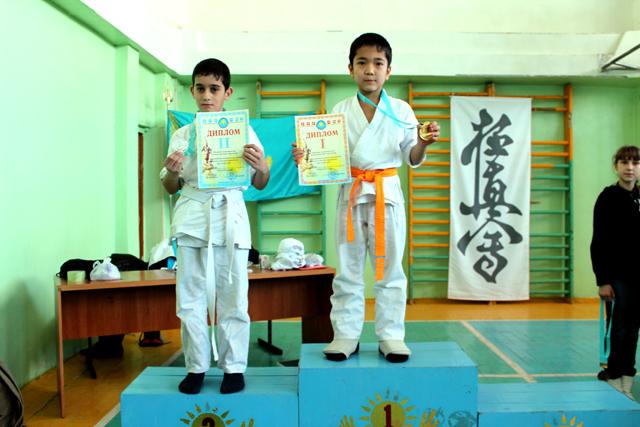 Первая ступень пьедестала почета, и медаль высшего достоинства для Рамазана первая в жизни награда