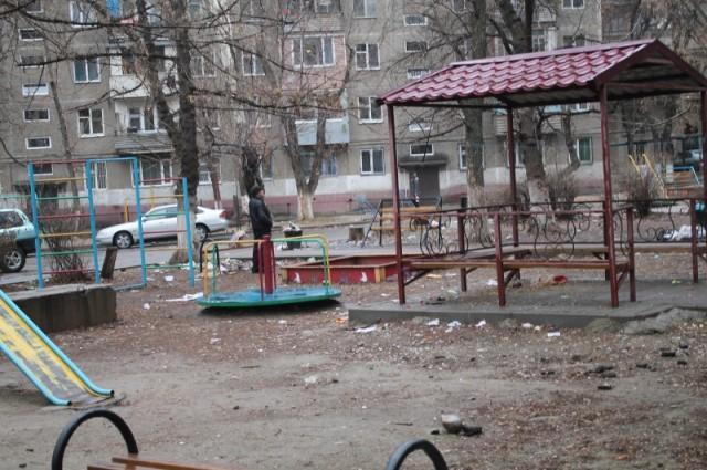 Детская площадка - для детей или для мусора?