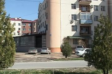 В подвал 28- квартирного дома в микрорайоне Нурсат вода пришла со стороны
