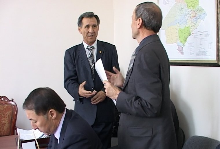Правила подготовки к зиме вызвали на заседании постоянной комиссии жаркие споры.