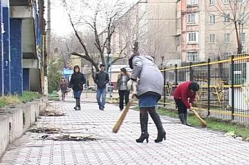 Горожане дружно вышли на очистку города от мусора