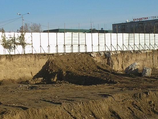"""Фото автора. Достопримечательность """"Котлован 2006 года"""", пл. Аль-Фараби"""