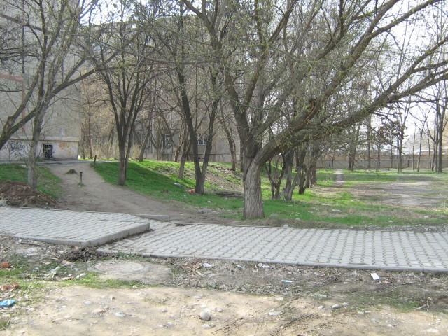 На этой детской площадке будут строить рестон и гостиницу рядом с домом