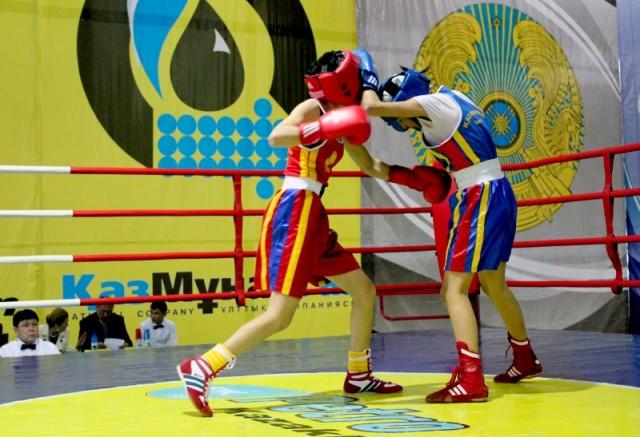 В младшей подгруппе в финале бились шымкентская спортсменка Жанна Галимова против Арайлым Маясар из Алматы