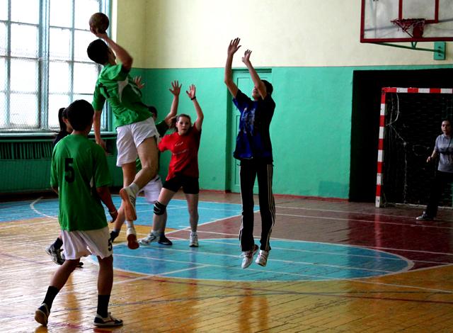 В итоге, женская команда смогла доказать мастерство и в игре против мальчиков