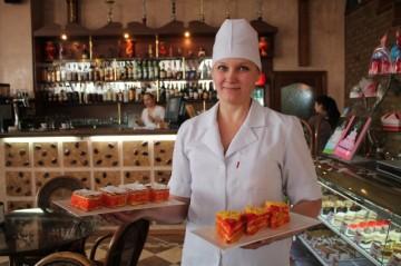 В этом сезоне профессионалы «Мадлена» приготовили потрясающие по своему вкусу и красоте новинки – пирожное «Дипломат» и «Мимоза»
