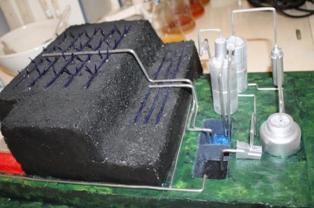 Примерно так будет выглядеть установка, которую ученые планируют поставить возле кучи шлаков для добычи из них редких химических  элементов