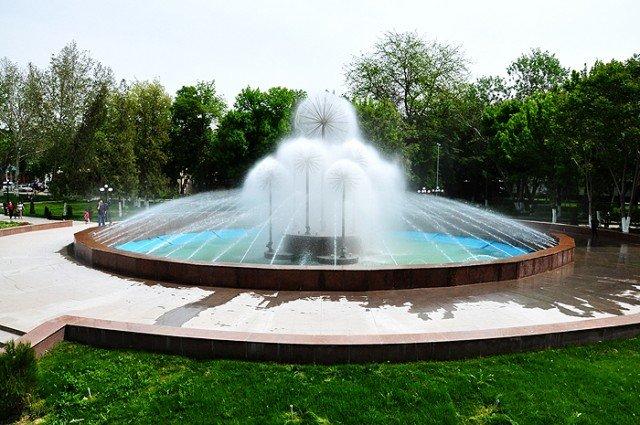 Запуск фонтана в центральном парке состоялся