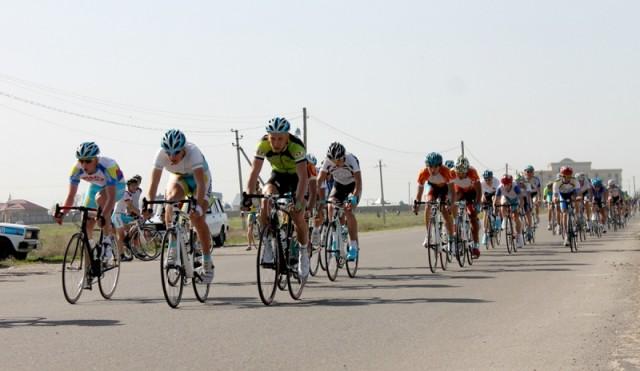 Групповую гонку «Критериум» на дистанцию 40 километров, велосипедисты преодолевали по кольцевой.