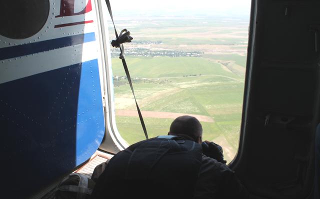 Спасатели с самолета ищут пропавших туристов