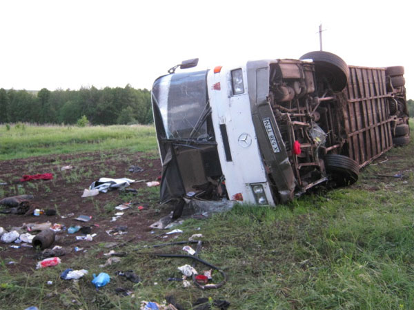 Автобус перевернулся