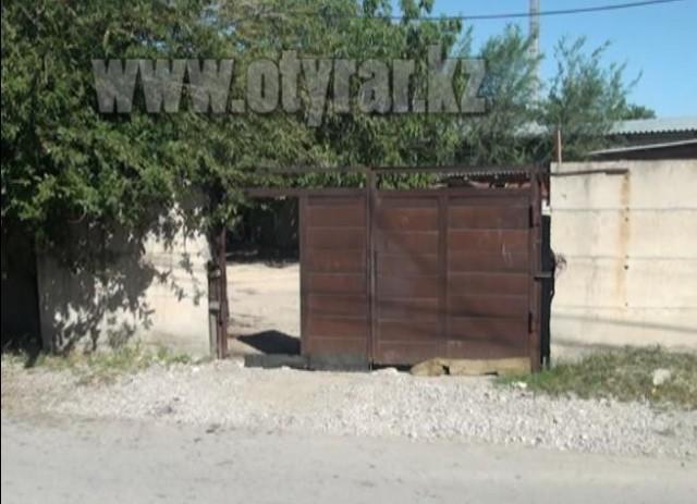 Ворота, около которых было взрывное устройство
