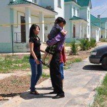 Когда Алга возвращается домой, его встречают самые дорогие для него люди — его дети