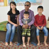 Алга Асанов в одиночку воспитывает своих троих детей. Супруга мужчины ушла, когда у главы семьи начались серьезные проблемы со здоровьем