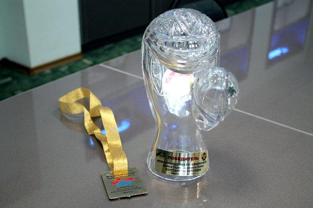Хрустальный кубок и золото международного турнира
