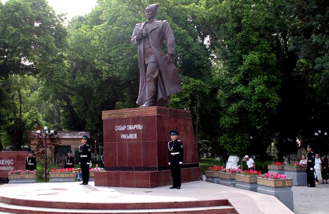 Памятник героя СССР Сабыра Рахимова