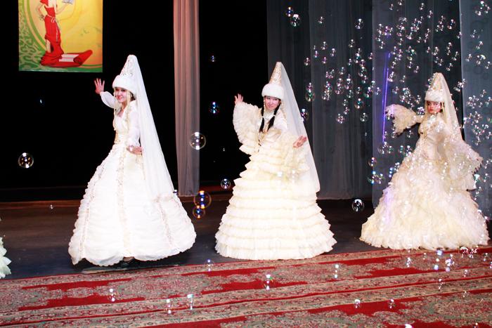 Национальные платья невесты