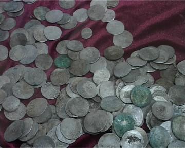 2600 серебрянных монет 15- 16 века и клад золотых украшений