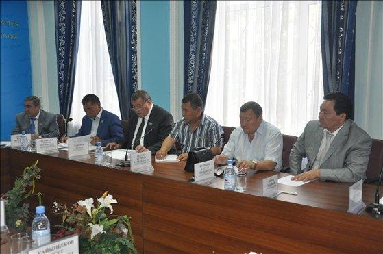 Депутаты Нур Отана подводили итоги ЕНТ в ЮКО