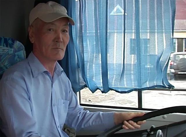 Сарсенбай Киясов более 30 лет перевозит пассажиров.