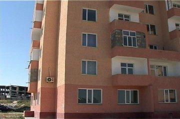 Самовольно закладывают лоджии и балконы кирпичом