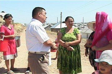 Жители микрорайона Казыгурт ждут решения проблем дороги и воды