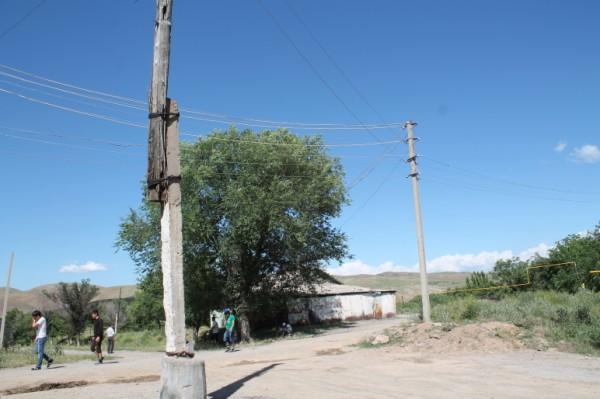 Столбы и провода не менялись со времен СССР