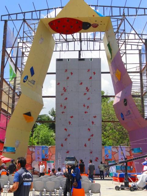 На этом скалодроме соревновались участники соревнований