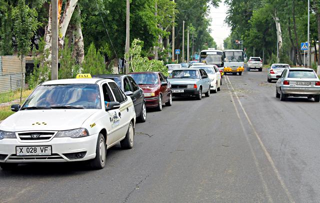 На Ташенова образовалась дорожная пробка