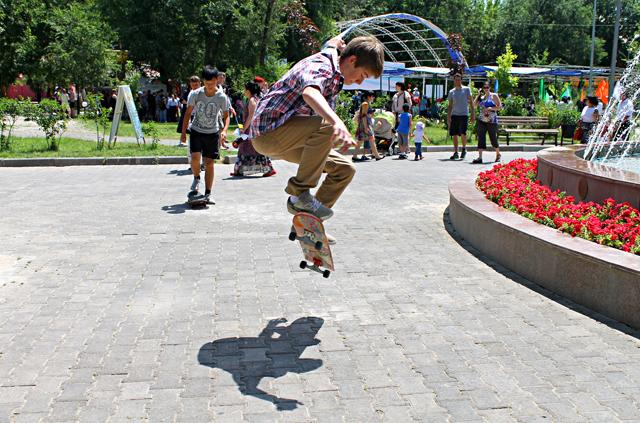 Скейтбордисты продемонстрировали свое мастерство