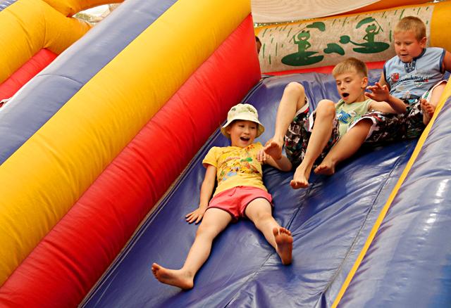 Для детей, организаторы предоставили бесплатные атракционы