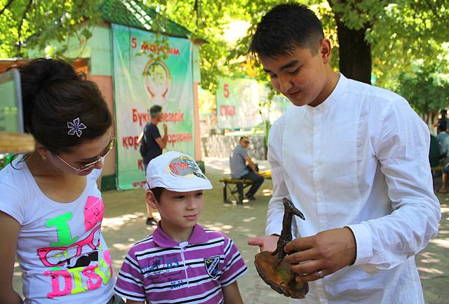 На экологическом празднике для горожан представлены еще десятки творческих работ воспитанников станции юных туристов