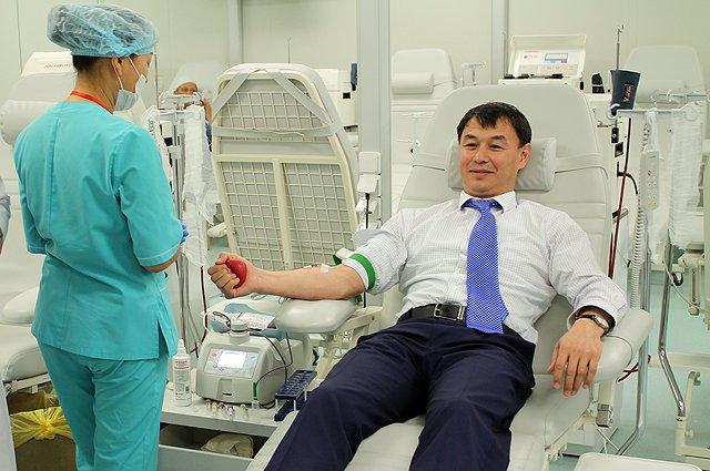 450 граммов своей крови аким отдал с улыбкой.