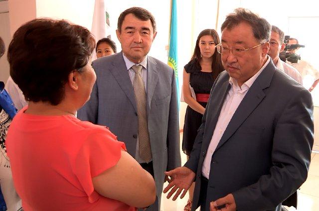 Валихан Бишимбаев поговорил с работницам цементного завода