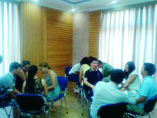 В такой непринужденной обстановке молодежные лидеры определяли цели и задачи молодежных центров
