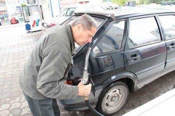 Если капля бензина испаряется быстро  и без следа, значит, бензин качественный