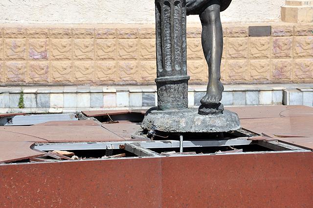 Девочка с фонтаном. Фото otyrar.kz