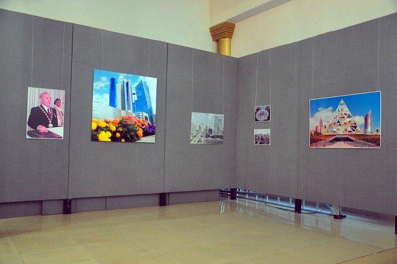К дню рождения столицы в галерее было представлено более 70 фотографий.